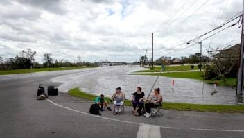 Evacuados por Ida buscan traslado a refugios