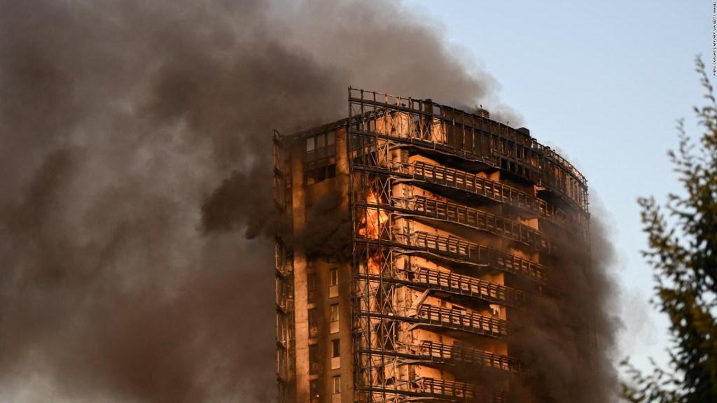 Incendio en torre de apartamentos en Milán