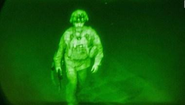 Este fue el último soldado de EE.UU. en salir de Kabul | Video