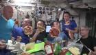 Así es una fiesta de pizza en el espacio