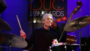 """English drummer Charlie Watts (C) and bassist Dave Green (R) perform during a soundcheck before a concert with their band The A, B, C, & D of Boogie Woogie at the jazz club Le duc des Lombards in Paris, on September 7, 2010. Watts who gained celebrity as drummer of the Rolling Stones, leads also a jazz band. In April 2009 he started to do concerts with """"The A, B, C, & D of Boogie Woogie"""". AFP PHOTO / PIERRE VERDY (Photo credit should read PIERRE VERDY/AFP via Getty Images)"""