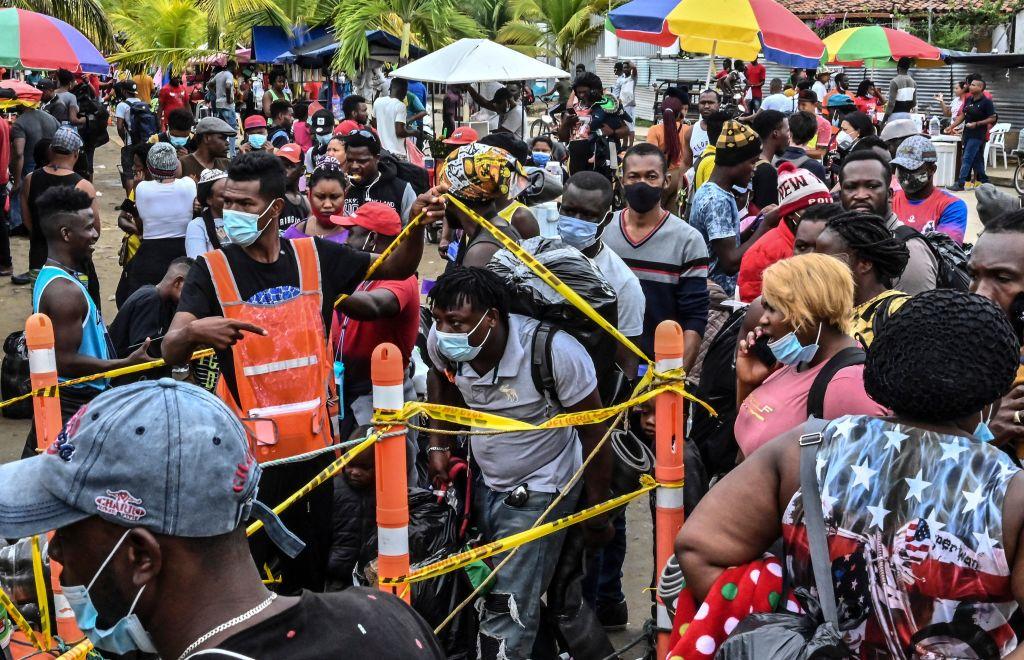 """Situación de migrantes en Necoclí ha mejorado, pero aún es una """"tragedia"""""""