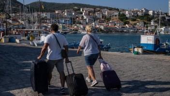 Los CDC agregan 16 destinos a la lista de riesgo de viajes por covid-19 'muy alto'