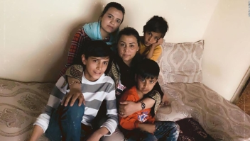 Afganos en Estados Unidos tratan desesperadamente de poner a salvo a sus familias
