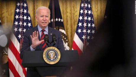 ANÁLISIS   Biden muestra que está listo para hacer movidas drásticas en la lucha contra el covid-19, incluso si no está seguro de que sean legales