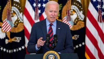 Biden cambia su tono al enfrentarse a los gobernadores republicanos por el pico de covid