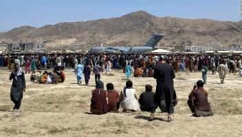 """""""Intentando realizar un número infinito de milagros"""". Dentro del esfuerzo de voluntarios las 24 horas del día para salvar a los afganos"""
