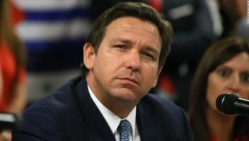 La oficina del gobernador de Florida dice que el estado podría retener los salarios de los funcionarios que promulguen mandatos de uso de mascarilla en escuelas