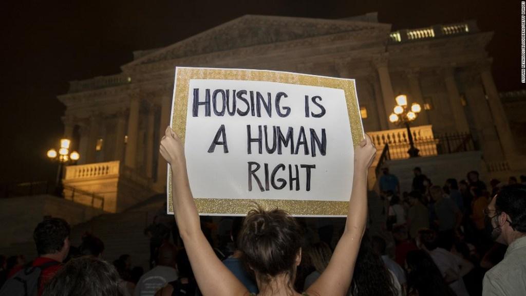 Las moratorias de desalojo no son suficientes para rescatar a millones de estadounidenses atrasados en el pago de la renta