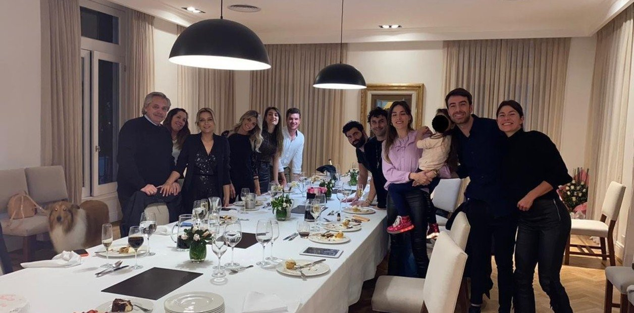 Los invitados al festejo de Fabiola Yáñez en la quinta de Olivos, el 14 de julio del 2020.