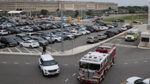 Muere un policía en tiroteo fuera del Pentágono