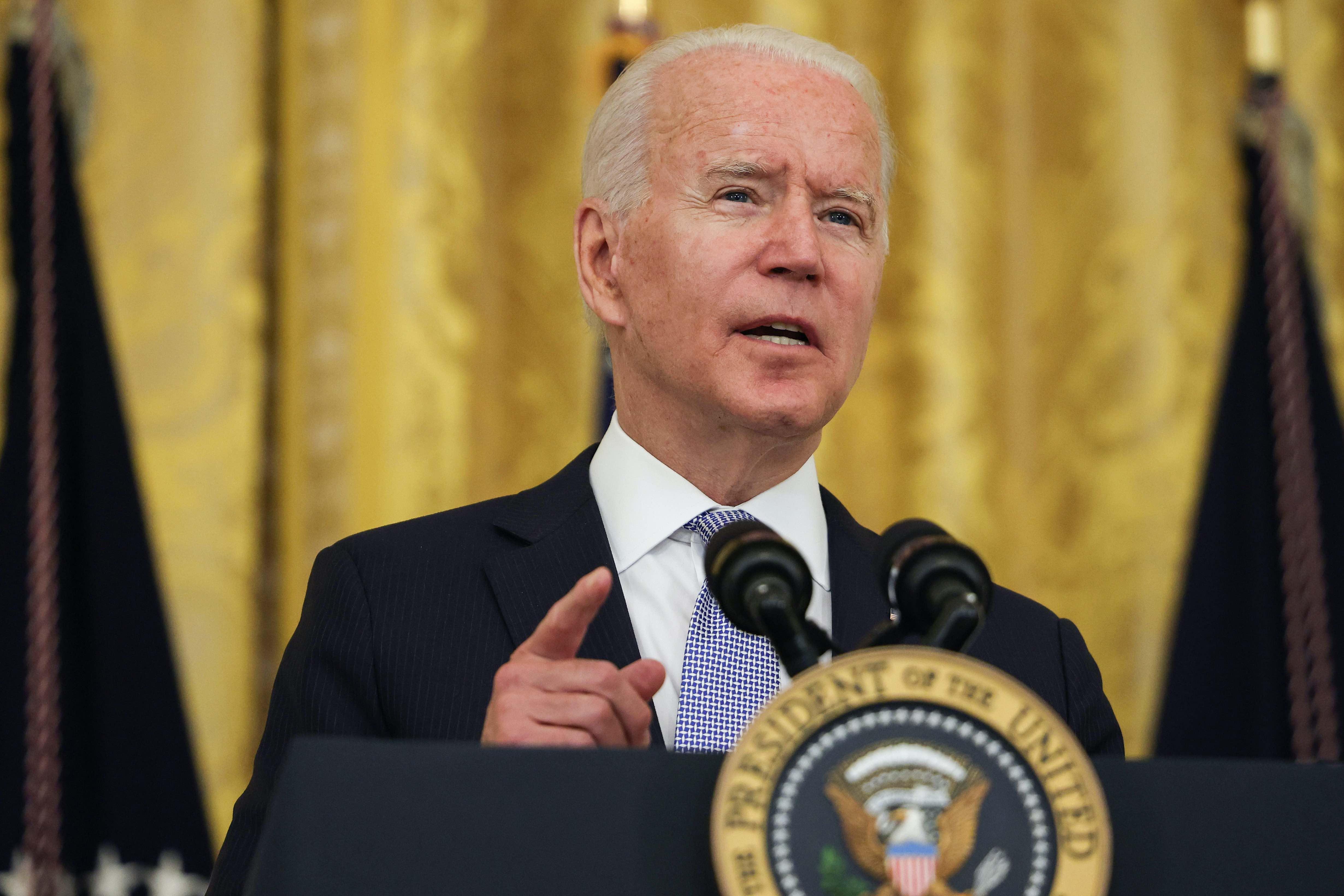 """Biden a los gobernadores de Florida y Texas: """"Si no nos van a ayudar, quítense del camino"""""""