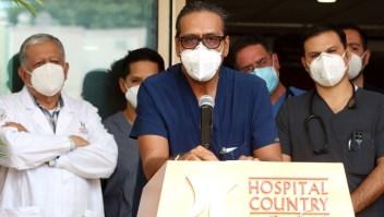 Vicente Fernández está estable, dice su equipo médico