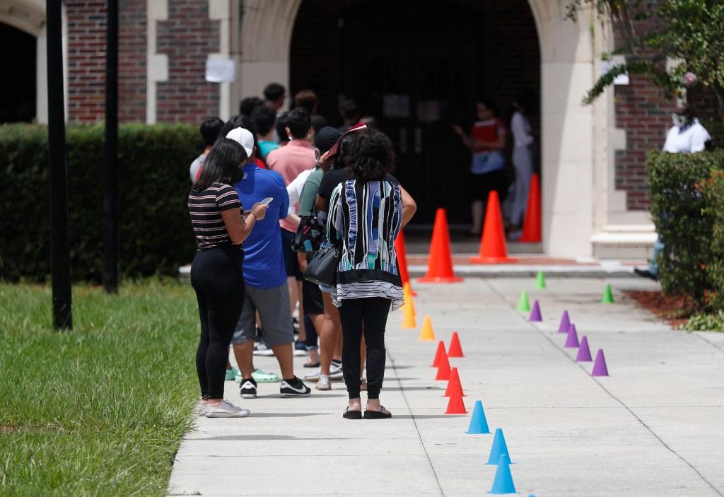 Expertos de EE.UU. temen el incremento de casos de covid-19 entre niños tras la vuelta a las clases en Florida