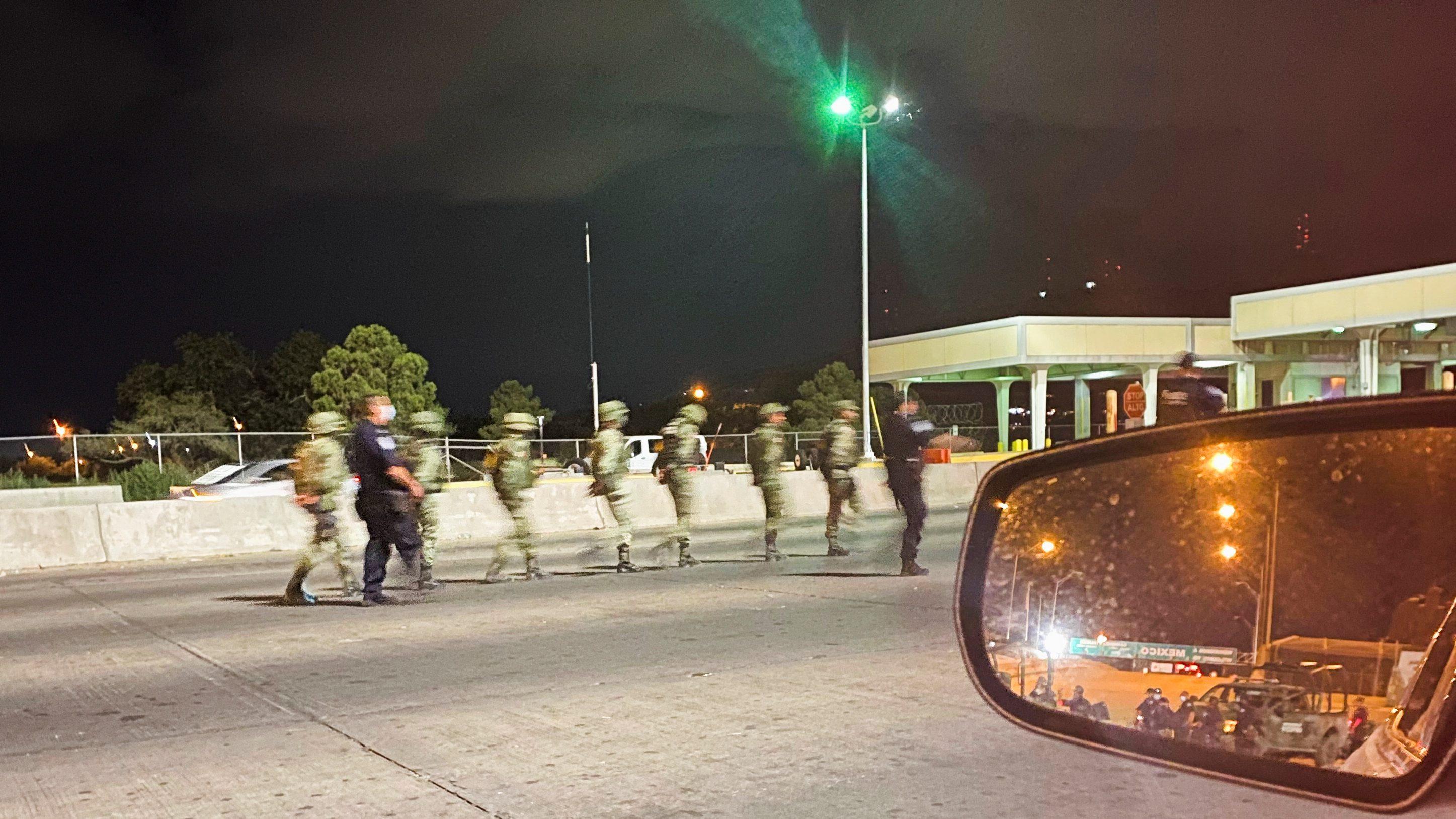 Retienen temporalmente a 14 soldados mexicanos que entraron a EE.UU. en hecho confuso; uno portaba marihuana, según la CBP
