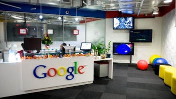 Google retrasa el regreso a sus oficinas hasta 2022