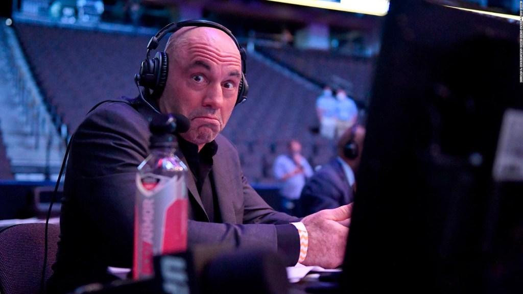 Joe Rogan, popular presentador de podcast, tiene covid-19