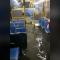 Mira a un autobús de Nueva York salir de una inundación