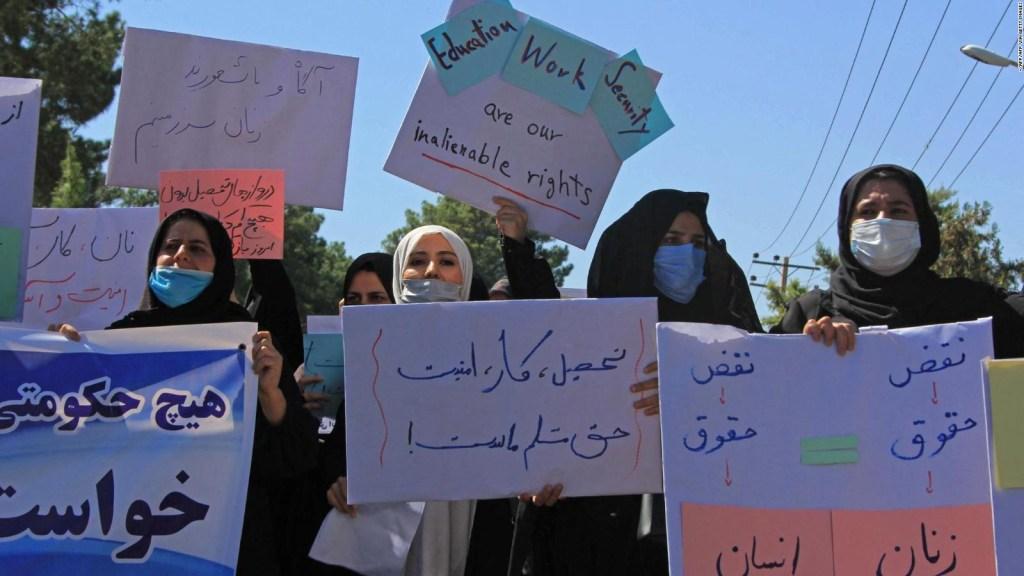 Hinihingi ng mga Afghans ang kanilang mga karapatan sa ilalim ng rehimeng Taliban