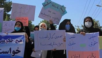 Afganas reclaman por sus derechos bajo régimen talibán