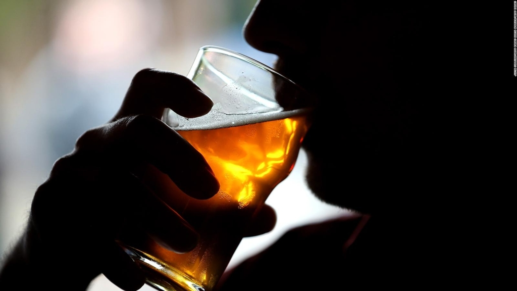 Alcohol and Covit-19, can you consume it after infecting me?