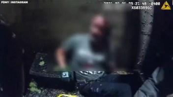 Rescatan a un hombre de una alcantarilla en Nueva York