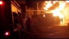 Impresionante explosión tras incendio en una fábrica