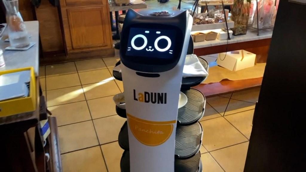 En este restaurante de Dallas atienden los robots