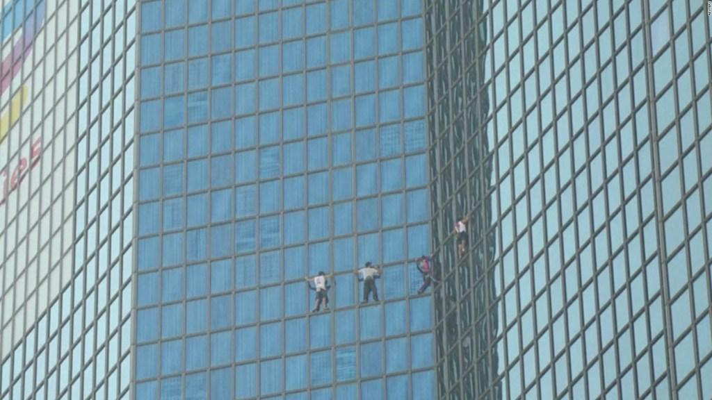 """Mira al """"Spiderman francés"""" escalando un rascacielos"""