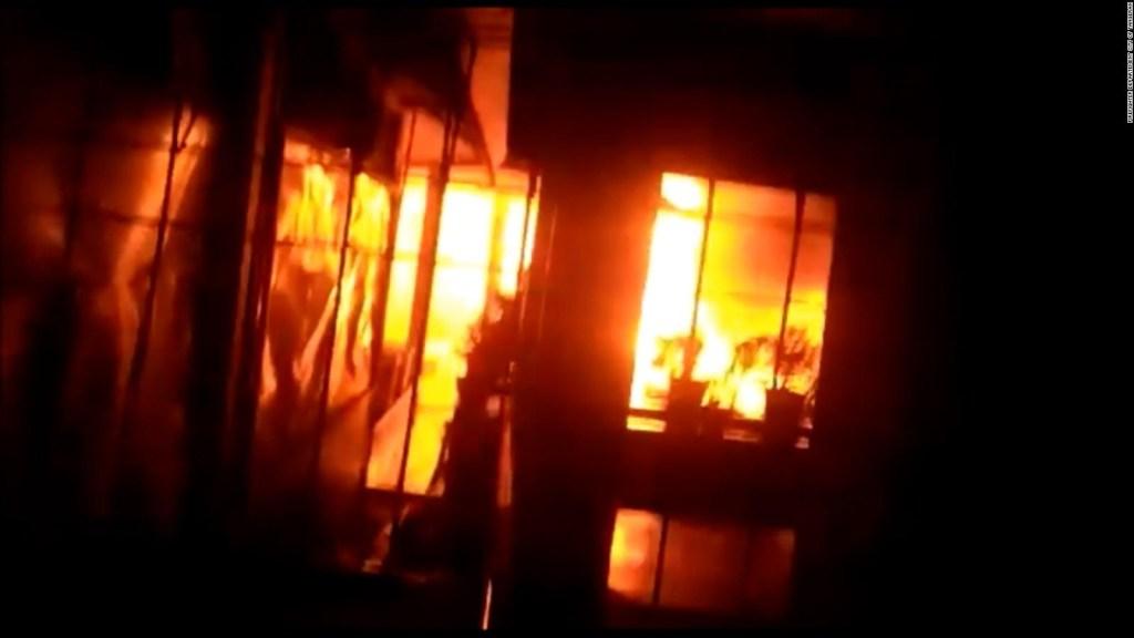 5 cosas: 41 presos mueren tras incendio en Indonesia