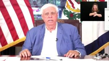 Gobernador republicano en EE.UU. refuta a antivacunas
