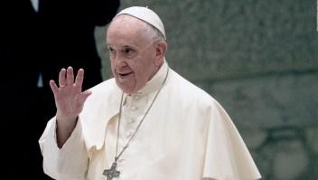 El papa Francisco recibió un regalo futbolero