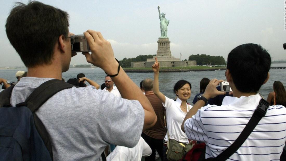 ¿Hay antídoto contra admiración exacerbada a lo extranjero?