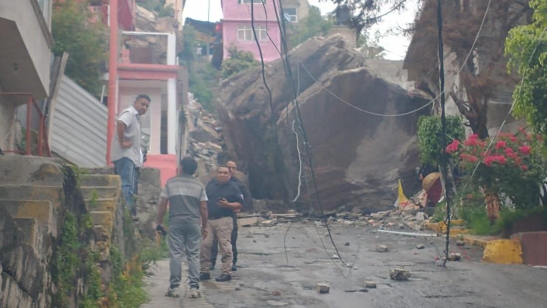 Deslave del cerro del Chiquihuite sobre casas en México