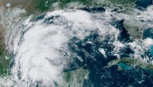 Autoridades piden no salir de casa por tormenta Nicholas