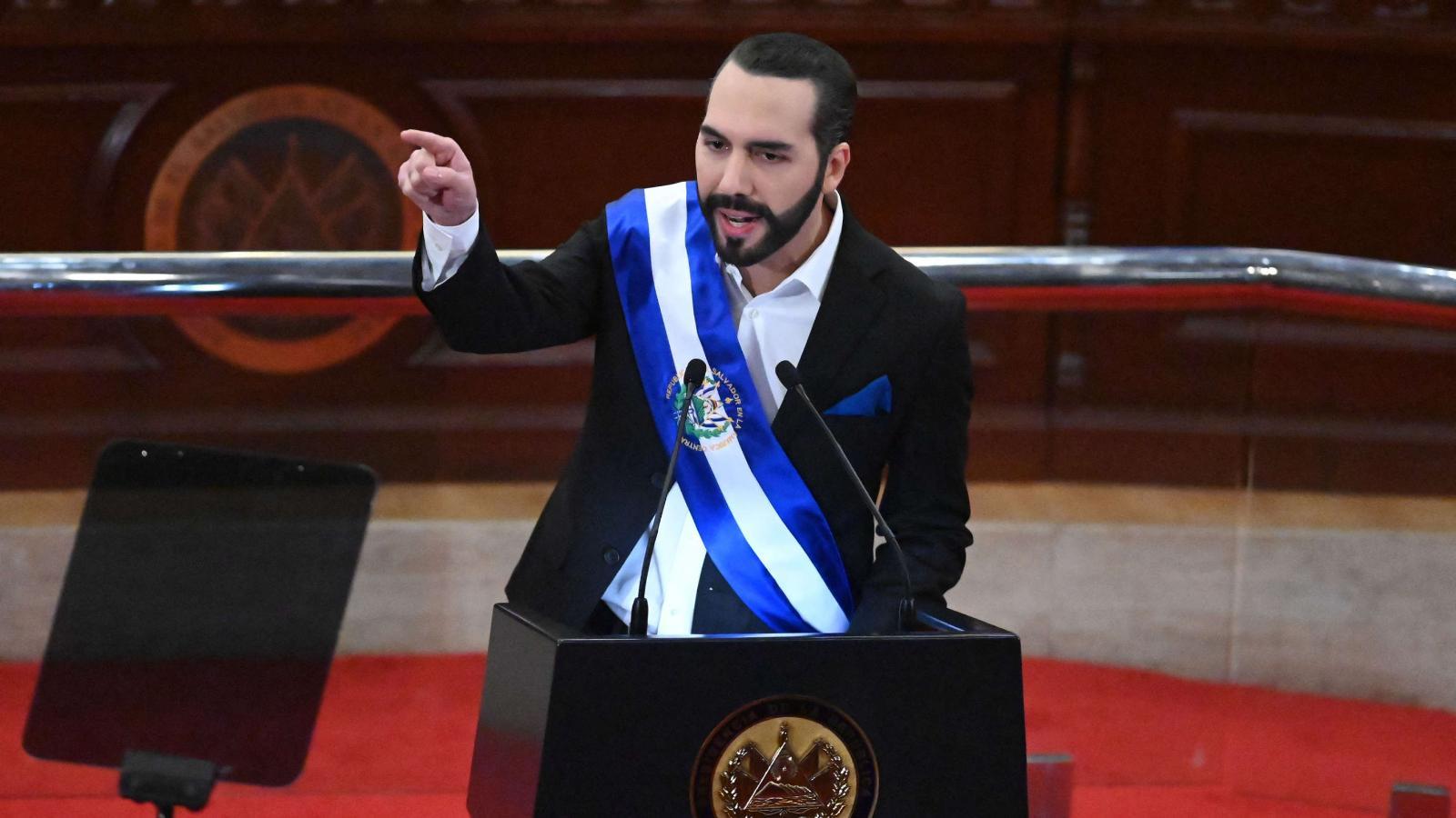 El presidente de El Salvador, Nayib Bukele, acusa a la comunidad internacional de financiar protestas contra su gobierno