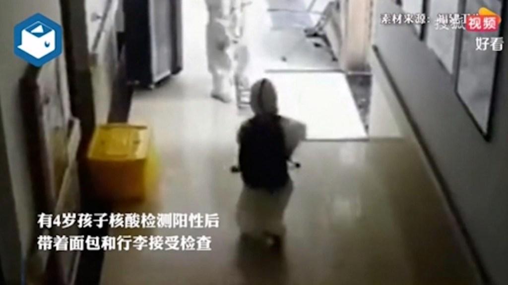 Niño de 4 años es separado de sus padres tras contagio