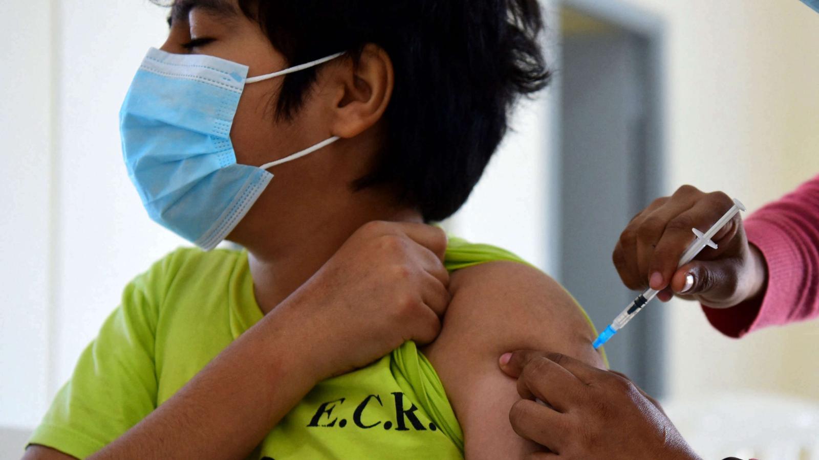 Jóvenes y niños vacunados ayudarían a inmunidad de rebaño