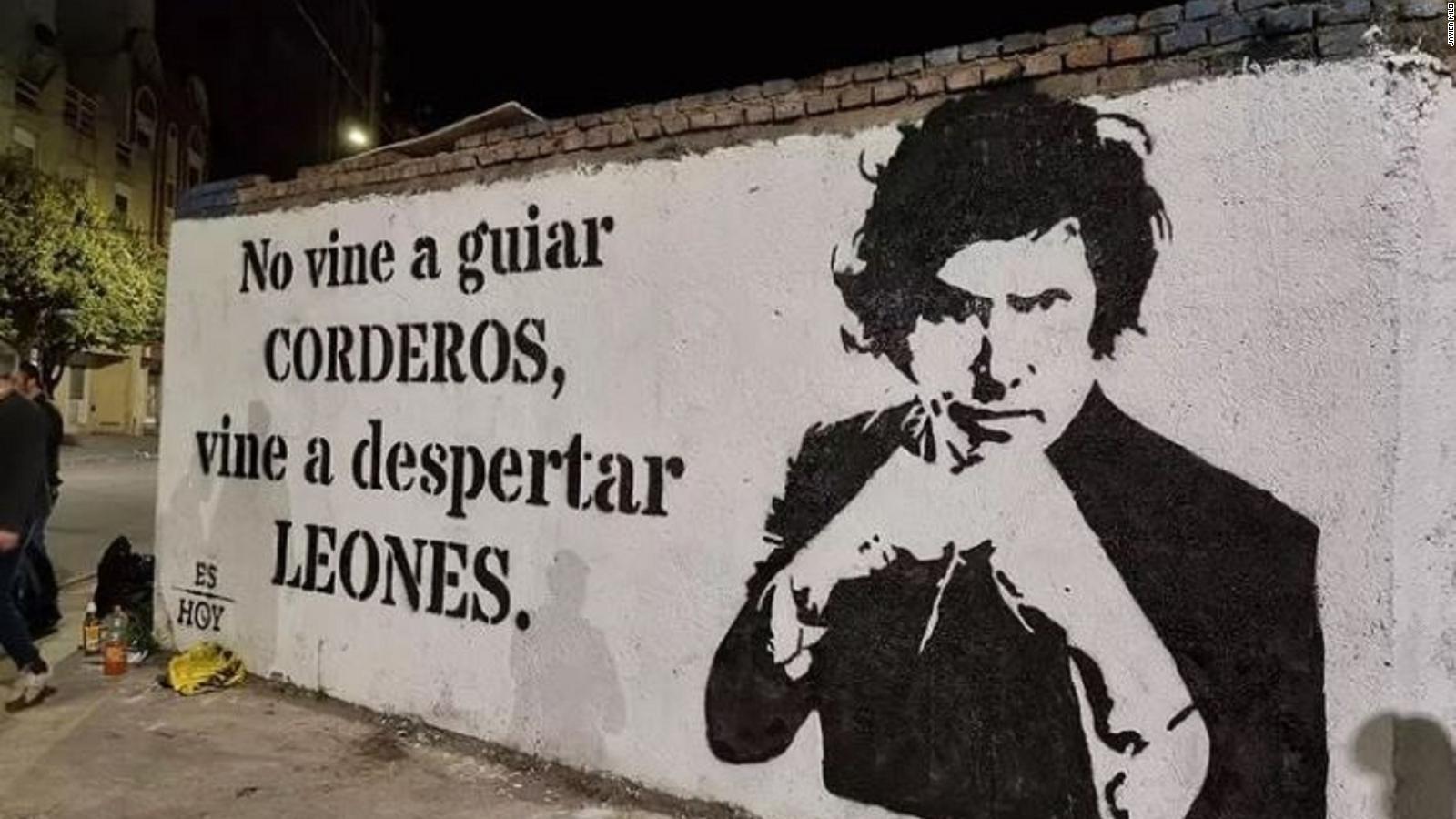 """""""El socialismo es una máquina de generar pobreza"""", afirma Javier Milei, el candidato de derecha que sorprendió en las elecciones primarias de Argentina"""