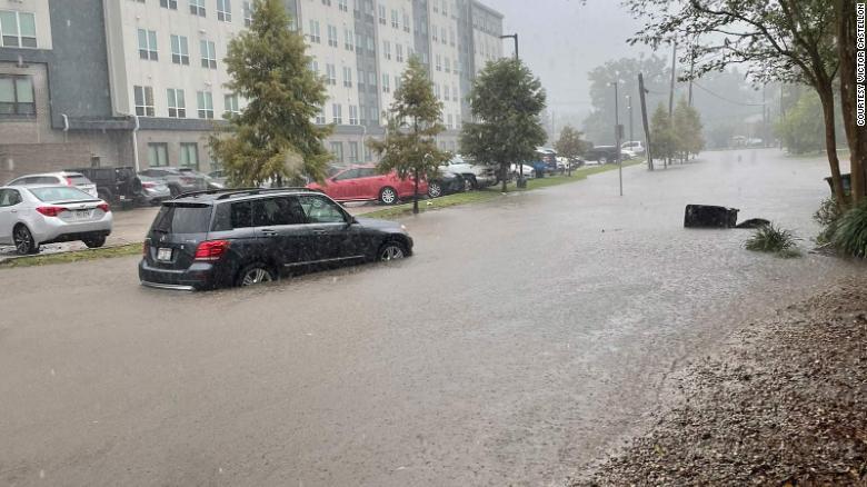 Casi 5 millones de personas están bajo alerta de inundaciones repentinas mientras Nicholas se sitúa sobre la región del Golfo