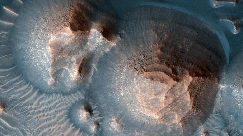 Así se ven las milenarias erupciones volcánicas en Marte