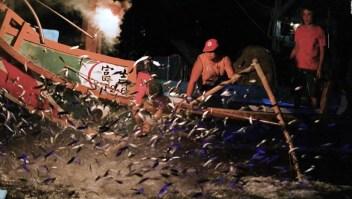 La tradición de la pesca con fuego se mantiene en Taiwán