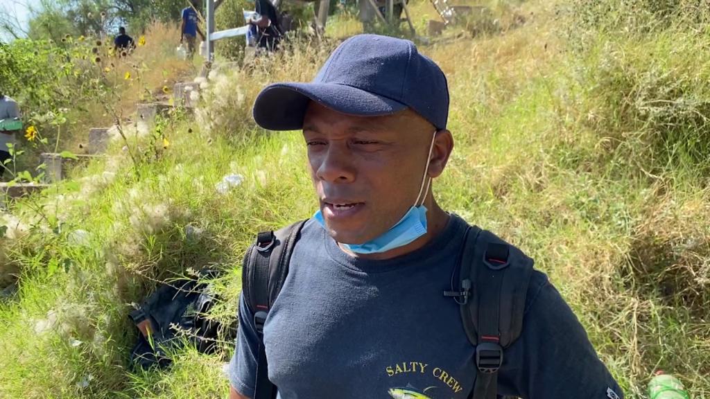 Historia de un migrante hatiano bajo el puente en Texas