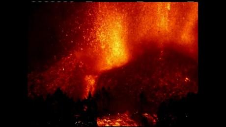 Mira la erupción del volcán Cumbre Vieja en cámara lenta