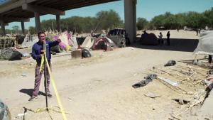 Remueven campamento de haitianos bajo puente en Texas
