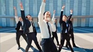 Conductor de TV bromea sobre BTS y sus fans responden