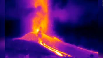 Video infrarrojo capta la lava del volcán en La Palma