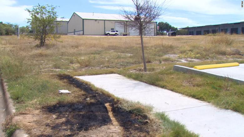 Tres cuerpos desmembrados, incluido el de un niño, fueron encontrados en un basurero en llamas en Texas
