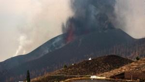 Volcán en La Palma continúa con actividad errática