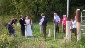 Se casan en frontera Canadá-EE.UU. pese a restricciones